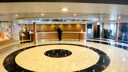 Hall central du navire